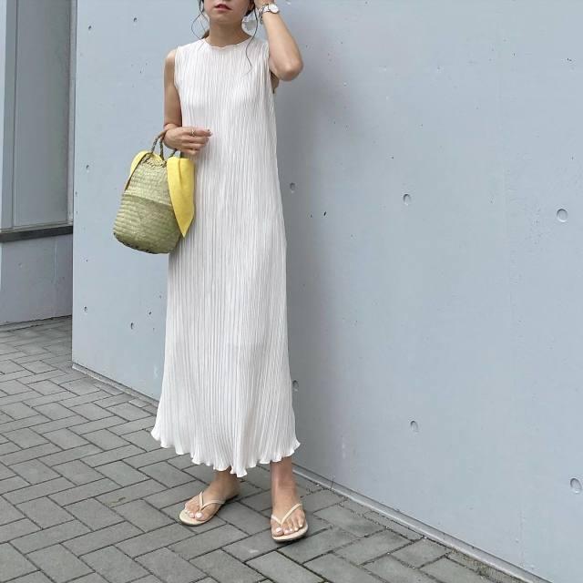 2020年7月のレディースファッショントレンド/02【ビーチサンダル】