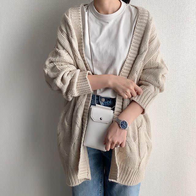 2020年9月の知っておきたいファッション用語/02【ネックポーチ】2