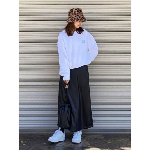 レディースファッショントレンド_レザースカート